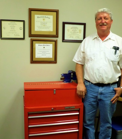 Picture of David R. Burnette, Maintenance Supervisor of the Crossroads Institute